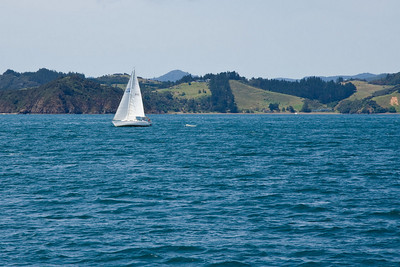 S/V IMAGINE sailing to Moturua Island.