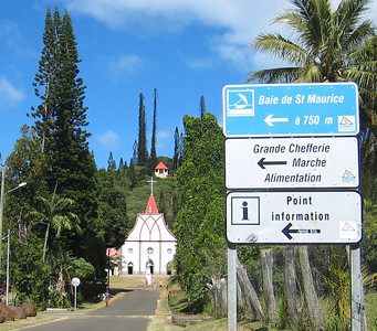 Along the road to the church in Vao