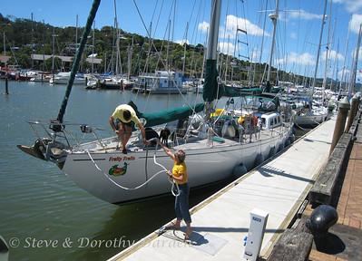 Steffan and Caroline release their docklines.