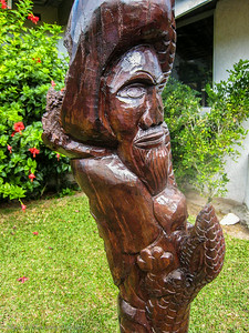 Local wood carving at  Ouamaeo