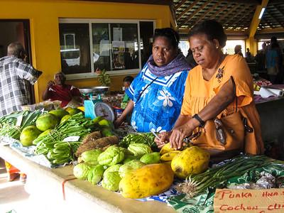 Papayas, Bok choy, Chayote,, green onions, grapefruit, taro and more at the farmers' market