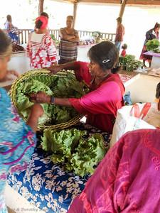 Baskets of lettuce af farmers' market
