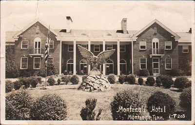 A 1949 postcard featuring the eagle on its perch at the Monteagle Hotel