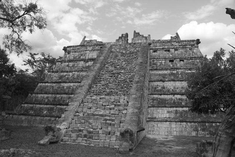 YE-BW-Stairway-To-Heaven-ReadD
