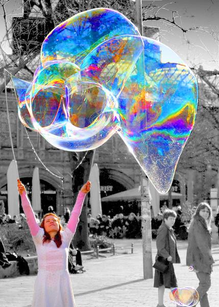 AR-Blowing Bubbles in Berlin-Gayvin Franson