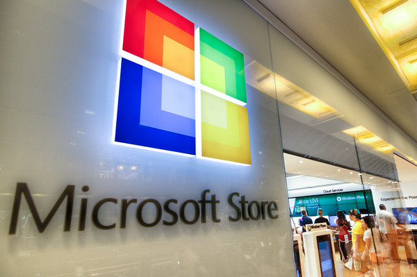Microsoft Store<br /> This is the entrance to the Microsoft store and the Houston Galleria, not far from the Apple store.