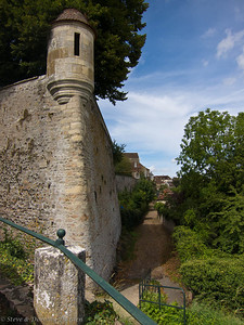 The smallest gate to the castle was placed under the protection of the Gaujard tower, from where archers could easily fire upon the enemy.