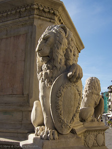 Lions at the base of the sculpture of Dante Allegheri at Santa Croce