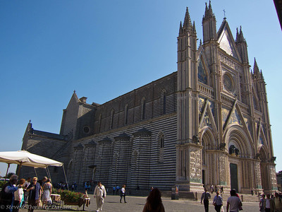 Il Duomo in Orvieto  is a large 14th century Roman Catholic cathedral.