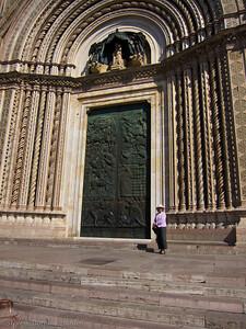 Dorothy shows the grand scale of Il Duomo in Orvieto.