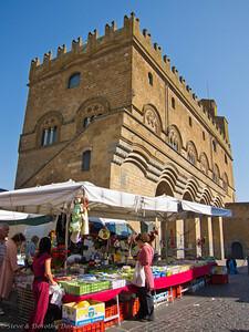 Market day in Orvieto in Piazza del Popolo