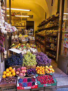 Small fruit stand and wine shop near the Duomo