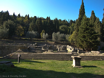 An Etruscan altar stands before the temple site.