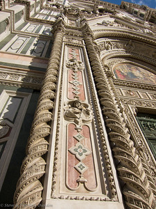 Stone carving on the facade of Il Duomo