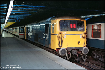 73138 awaits departure from London Victoria with the 1715 London Victoria-Gatwick Airport on 14/10/1984.