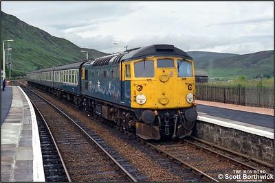 After reversing northwards in order to change platforms, 26037 re-enters Helmsdale on 17/07/1985 with 5H68 Helmsdale-Dunrobin Castle ECS.