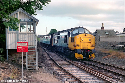 37260 'Radio Highland' arrives at Brora with 2H65 1735 Inverness-Wick on 17/07/1985.
