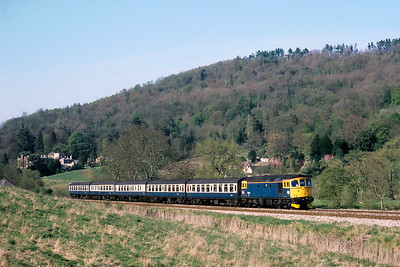 33033 rumbles through delightful countryside at Claverton with 1O85 1510 Cardiff Central-Brighton on 23/04/1988.