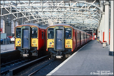318253 is ready for the off at Glasgow Central with 2K33 1330 Glasgow Central-Ayr on 27/02/1988. 318262 has recently arrived with 2K32 1215 Ayr-Glasgow Central and awaits its next duty.