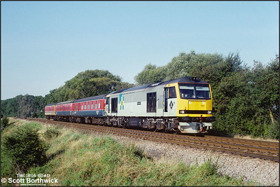 Not yet three months old and all wired up for testing. Pioneer class 60, 60001 'Steadfast' passes Washstones LC near Frisby on the Wreake during a test run from Derby RTC on 21/09/1989.