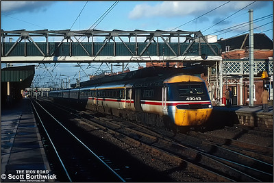 43043/43118 race through the centre roads at Doncaster with the 0750 Inverness-London Kings Cross on 24/12/1990.