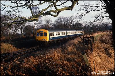 Norwich set NC101 (53266/59066/51506) passes Levington whilst forming 2Y33 1410 SX Felixstowe-Ipswich on 08/01/1990.