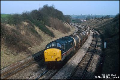 37417 passes Stoke Prior whilst working 6V14 0808 MWFO Hull Saltend BP Chemicals-Baglan Bay BP Chemical Industries acetic acid tanks on 08/01/1993.