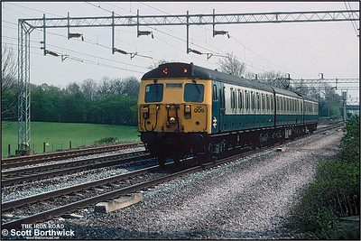 304009 forms the 1420 Rugby-Stafford service passing Cathiron on 26/04/1995.