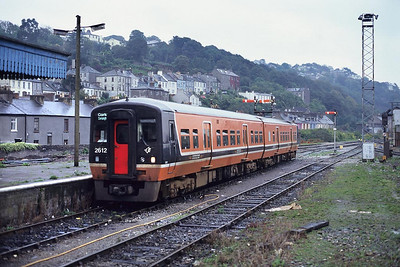 2612/2611 arrive at Cork with the 1255 Cobh-Cork service on 30/09/1998.