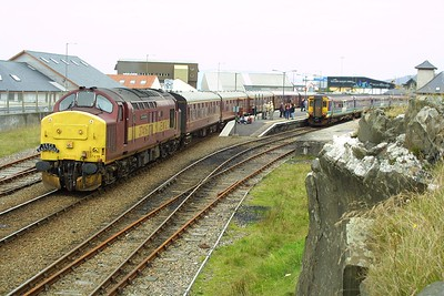 37416 awaits departure time at Mallaig on 22/09/2001 with 1Z38 1450 Mallaig-Edinburgh Waverley SRPS Charter.
