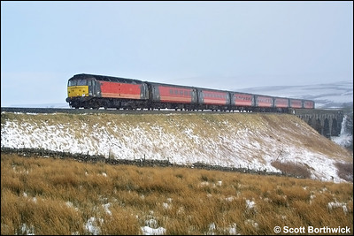47814 'Totnes Castle' crosses Lunds Viaduct as snow begins to fall with 1S49 1042 Birmingham New Street-Edinburgh Waverley on 23/02/2002.