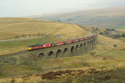 47757 crosses Dandry Mire Viaduct whilst in charge of 1M22 0936 Glasgow Central-London Euston on 23/03/2002.