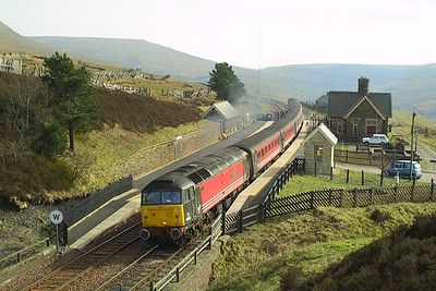 47828 accelerates through Dent station whilst working 1S54 0850 Bournemouth-Edinburgh Waverley on 23/03/2003.