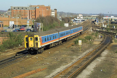 Class 421/3 4-CIG, 1884 heads south at Eastleigh on 14/03/2003.