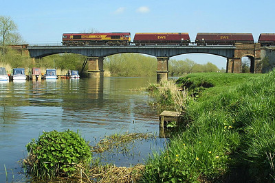 66209 crosses the River Avon at Eckington Bridge on Good Friday, 09/04/2004 whilst in charge of 6M04 0920 Portbury Royal Docks-Rugeley Power Station.