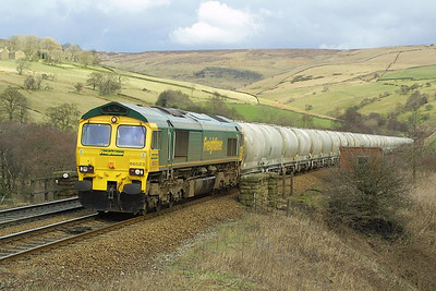 66523 passes Wash, near Chinley with  6J91 1305 Earles Sidings-Weaste cement tanks on 23/03/2004.