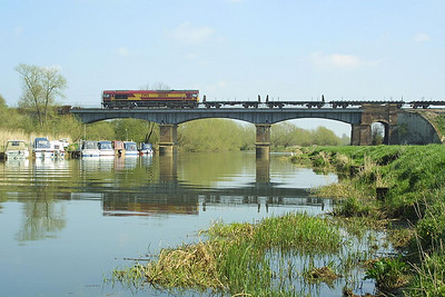 66084 crosses the River Avon at Eckington Bridge whilst working 6E35 1142 Llanwern-Lackenby on Good Friday, 09/04/2004.