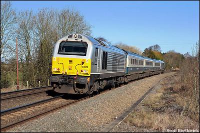 67029 'Royal Diamond' passes Claydon Crossing with 1P03 0725 Wrexham General-London Marylebone on 04/03/2009.