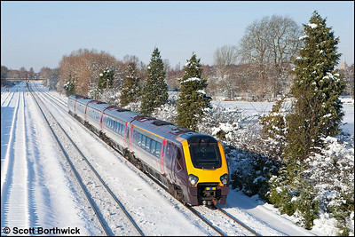 Running an hour late, 221136 passes Hinksey whilst forming 1O30 0927 Manchester Piccadilly-Bournemouth on 07/01/2010.
