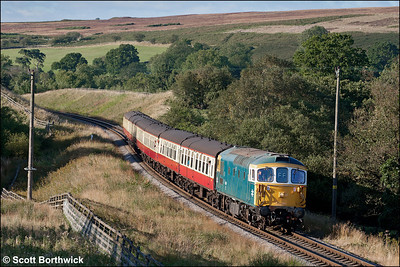 33108 approaches Sadler House whilst working 2P15 1630 Grosmont-Pickering on 14/09/2012.