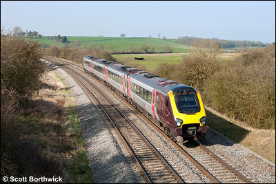 220011 forms 1V89 1235 Newcastle Central-Reading passing Holmes House Farm, Bishops Itchington on 28/03/2012.