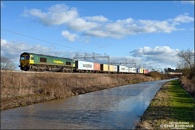 66517 runs alongside the Oxford canal whilst working 4M87 0920 Felixstowe South FLT- Crewe Basford Hall SSN on 02/02/2013.