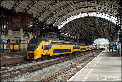 Nederlandse Spoorwegen (NS)  DD-VIRM-4, 9553 brings up the rear of IC2234 1150 Dordrecht-Amsterdam Centraal departing Haarlem lead by sister unit VIRM-1, 8671 on 29/04/2015.