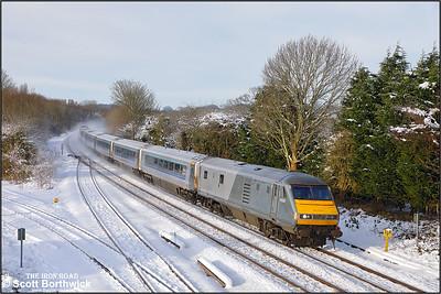 82301 passes Hatton whilst working 1H35 1112 Birmingham Snow Hill-London Marylebone on 12/12/2017.