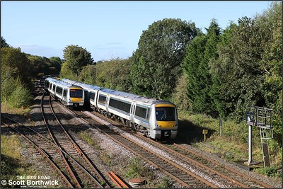 Class 168's pass at Hatton on 08/10/2019. 168110 forming 1H47 1312 Birmingham Snow Hill-London Marylebone and 168323 working 1R29 1210 London Marylebone-Birmingham Moor Street.
