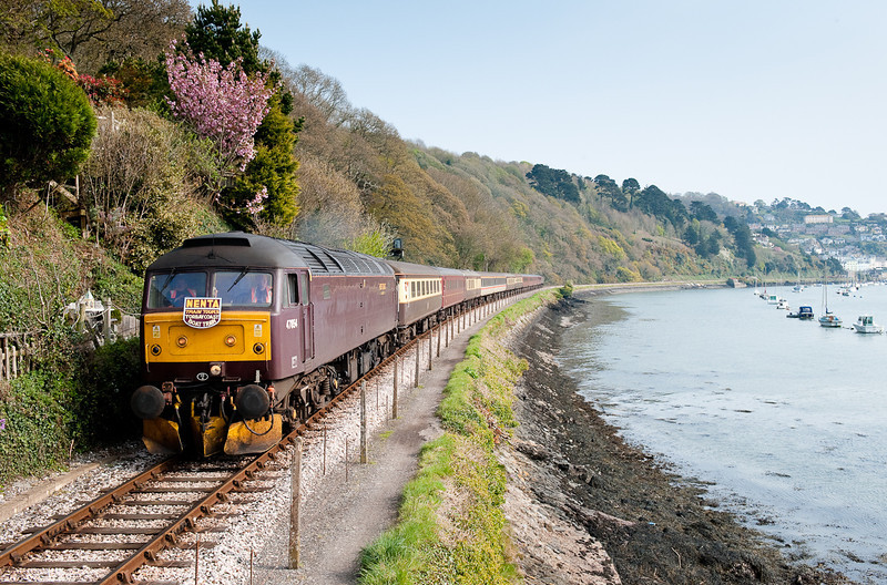 180409 47854 at Britannia crossing with 1Z48 1612 Kingswear-Norwich.
