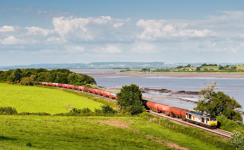60013 skirts the Severn Estuary near Purton with the 6B47       17:42 Westerleigh-Robeston