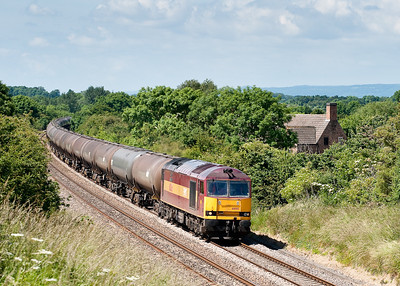 Full sun train coming what can go wrong!About to be bowled by a 220 60085 passes Coaley with 6E41 11:41 Westerleigh-Lindsey