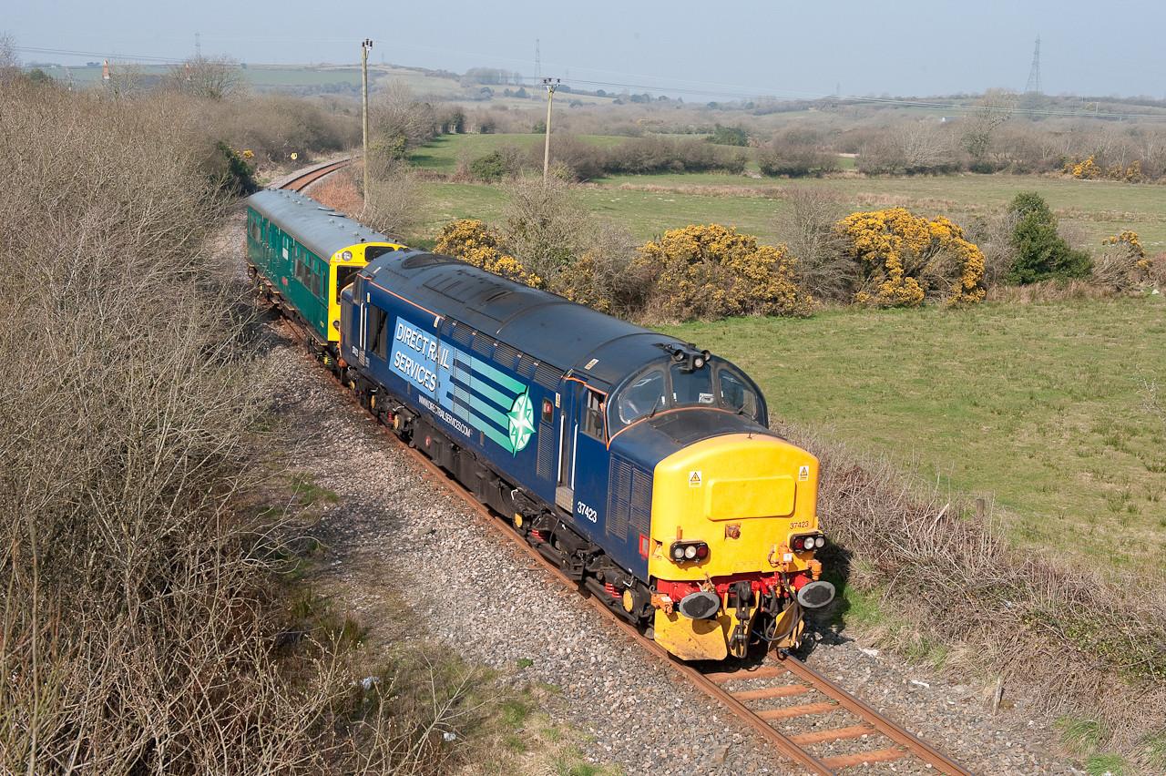 180309 37423 approaches Bugle with 2Z02 Penz-Swindon (via Newquay)