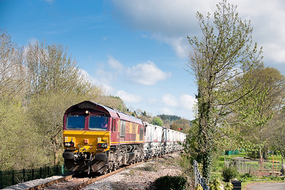 66124 passes Lostwithiel park with the 6G06 TThO 08:34 Goonbarrow-Fowey